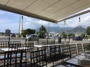ソレント港近くのレストラン