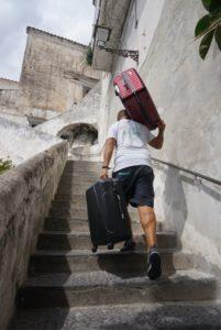 アマルフィ階段上るポーター