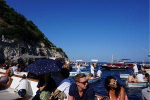 青の洞窟待機ボート