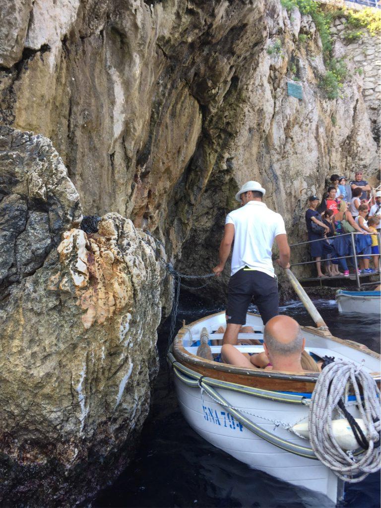 青の洞窟に入場