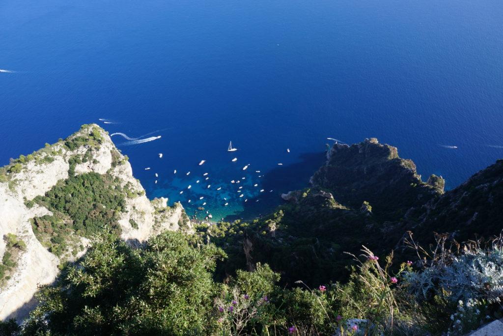 モンテ・ソラーロから海を見下ろす