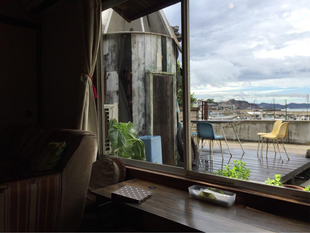 こんにちはカフェの内部
