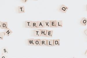 世界を旅するロゴ