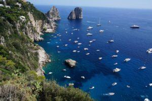 カプリ島の青い海