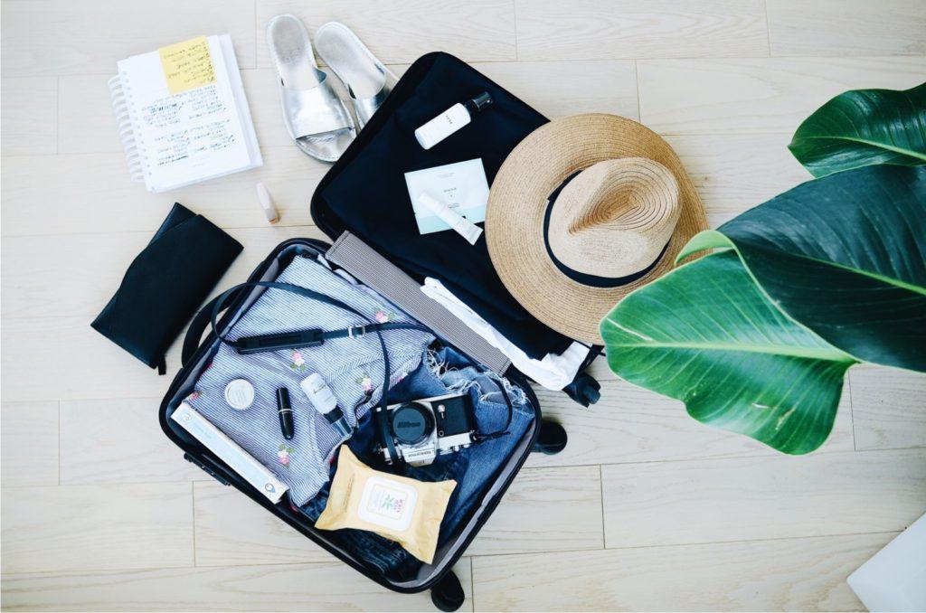 スーツケース、服装