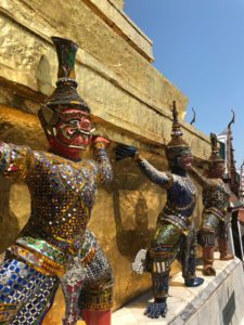 ワット・プラケオ仏塔の守護神