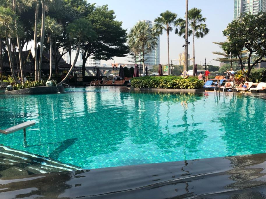 シャングリ・ラバンコクのプール